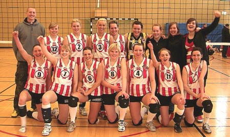 Þróttur women´s volleyball team and the coach Michael Overhage